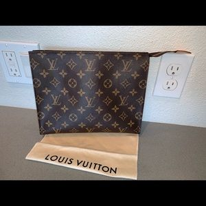 Authentic Louis Vuitton toiletries pouch 26 case